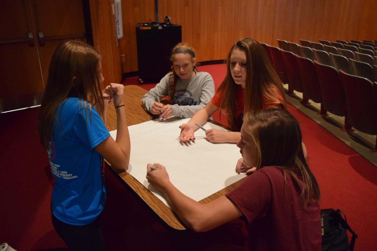 Sophomore Ashley Rose and freshmen Alexis Surenda, Emily Ostrowski and Johnna Adams work together at FOR Club.