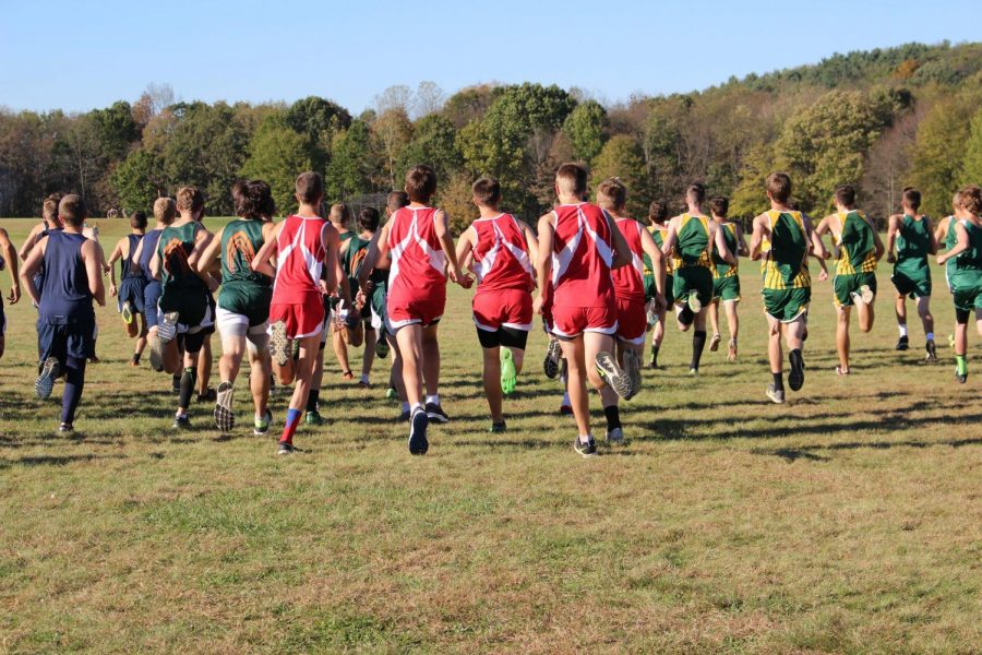 The+boys+varsity+team+begins+their+race+at+Freedom%E2%80%99s+home+course+Brush+Creek+Park+on+Oct.+18.