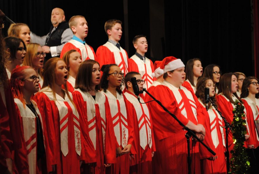 The+FAHS+choir+joins+the+band+in+the+concert%E2%80%99s+finale%2C+performing+%E2%80%9CHe+Shall+Reign+Forevermore.%E2%80%9D