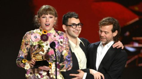 """Accepting her """"Album of the Year"""" award, Taylor Swift thanks her fans for all their support."""